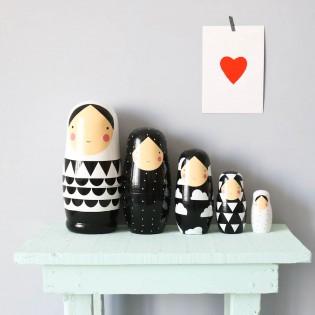 Poupées gigognes XL noir et blanc en bois Helen Dardik
