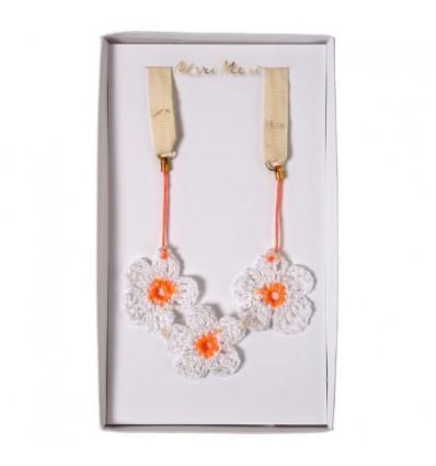 Collier fleurs en crochet Meri Meri