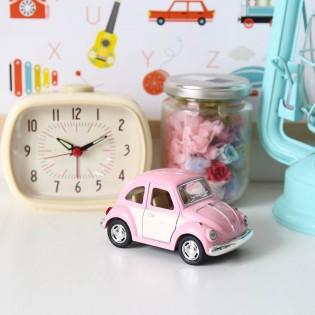 Voiture coccinelle Volskwagen rose pastel