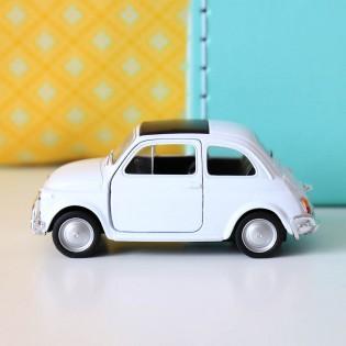 Voiture Fiat blanche