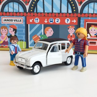 Voiture Renault 4L blanche